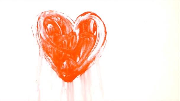 Červená barva tvaru srdce na skle tání vody