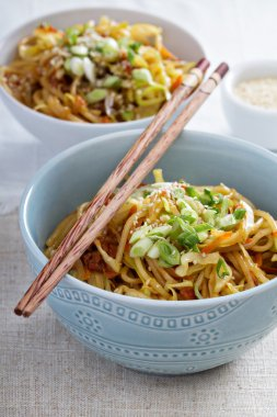 Stir fry with noodles, cabbage and carrot