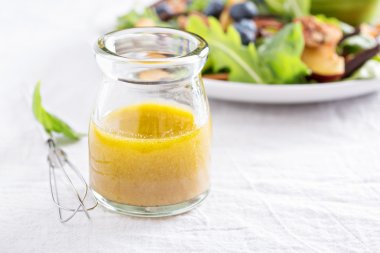 Salad dressing with olive oil and vinegar