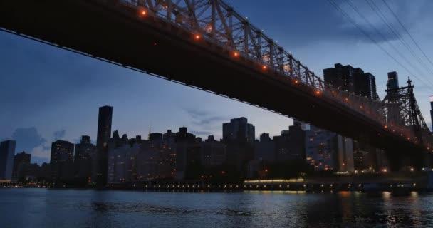 Večer nebo soumraku založení Shot Midtown Manhattan a Queensboro Bridge