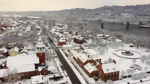 Légi felvétel a kis Pennsylvania folyó város