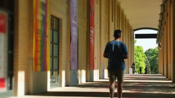 Studenti a fakulty chodit na velké školy nebo univerzity