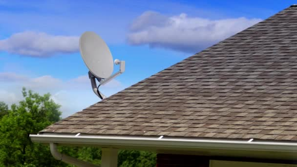 Příkop satelitní anténu ze střechy