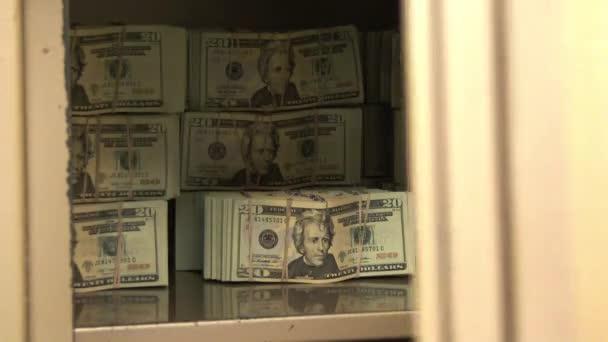 close up dveře trezoru banky, otevírání a zavírání