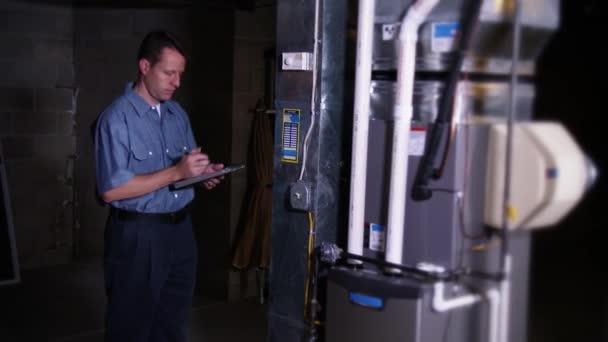 pec technikem kontroluje domácí pece