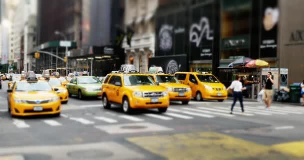 4k New York taxi taxíky na křižovatce