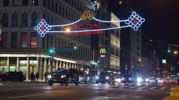 křižovatka v čínské čtvrti v Manhattanu.