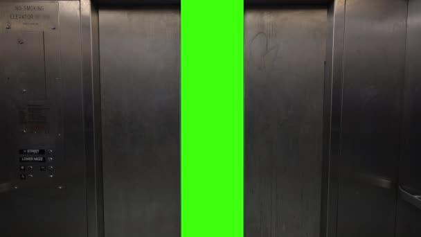Zelená obrazovka výtahu dveře otevřít a zavřít