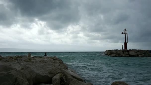 Drsné počasí na moři