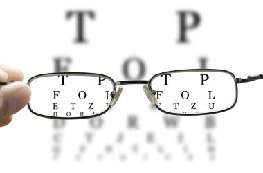 Eye test through glasses horizontal