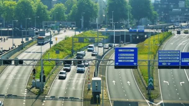 Městské scenérii s pouliční dopravy