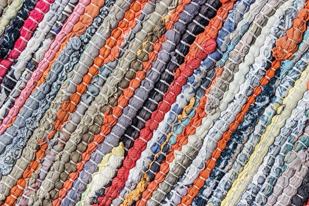 Teppich gestreift aus kleine stücke bunt gewebte baumwolle