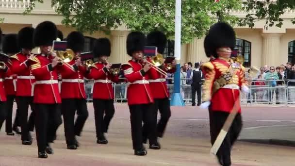 Queens voják na královniny narozeniny zkouška parade
