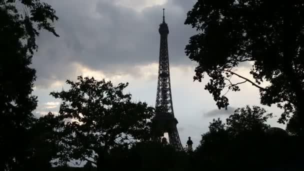 Eiffelova věž na podzim