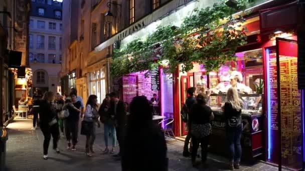 Pařížské Bistro v noci