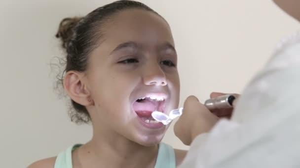 Льет сперму в рот фото