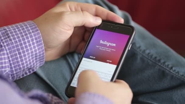 Přihlaste se do Instagram na mobilním telefonu