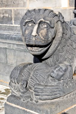 Sculpture of a lion near entrance of Bremen Cathedral