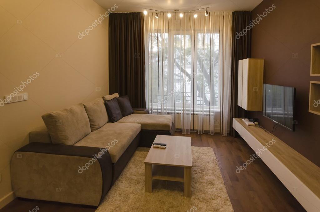 Woonkamer in verse gerenoveerd appartement met moderne Led ...