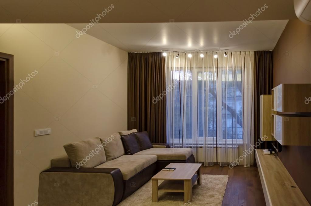 Illuminazione Soggiorno A Led : Soggiorno in appartamento ristrutturato di fresco con moderna