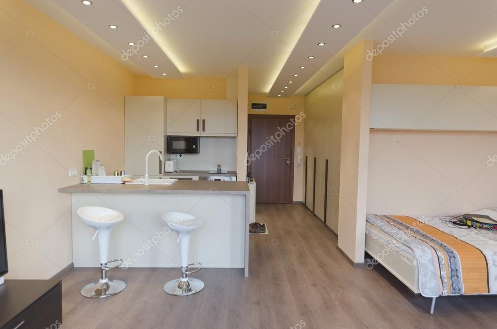 moderno saln con cocina americana con moderna iluminacin led foto de stock - Iluminacion Led Salon
