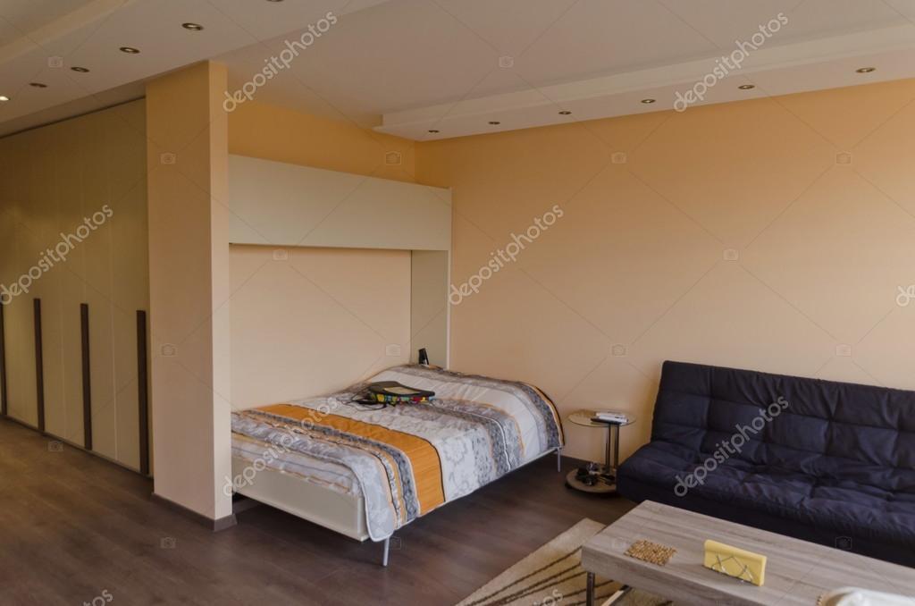 Woonkamer Klein Appartement : Woonkamer ruimte in klein appartement sofia u stockfoto