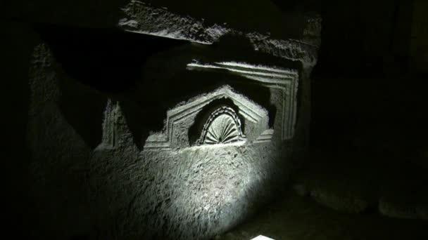 Szarkofág a barlangban, a koporsók