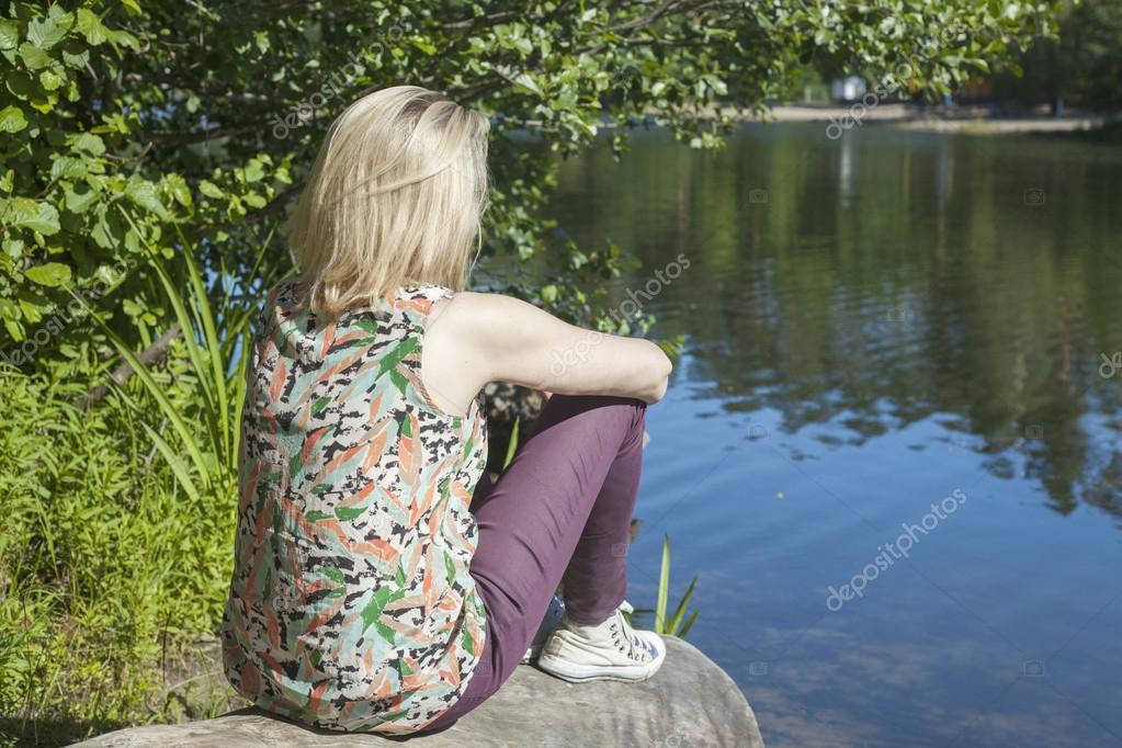 Фотки девушки курчавой блондинки вид сзади фото 108-6