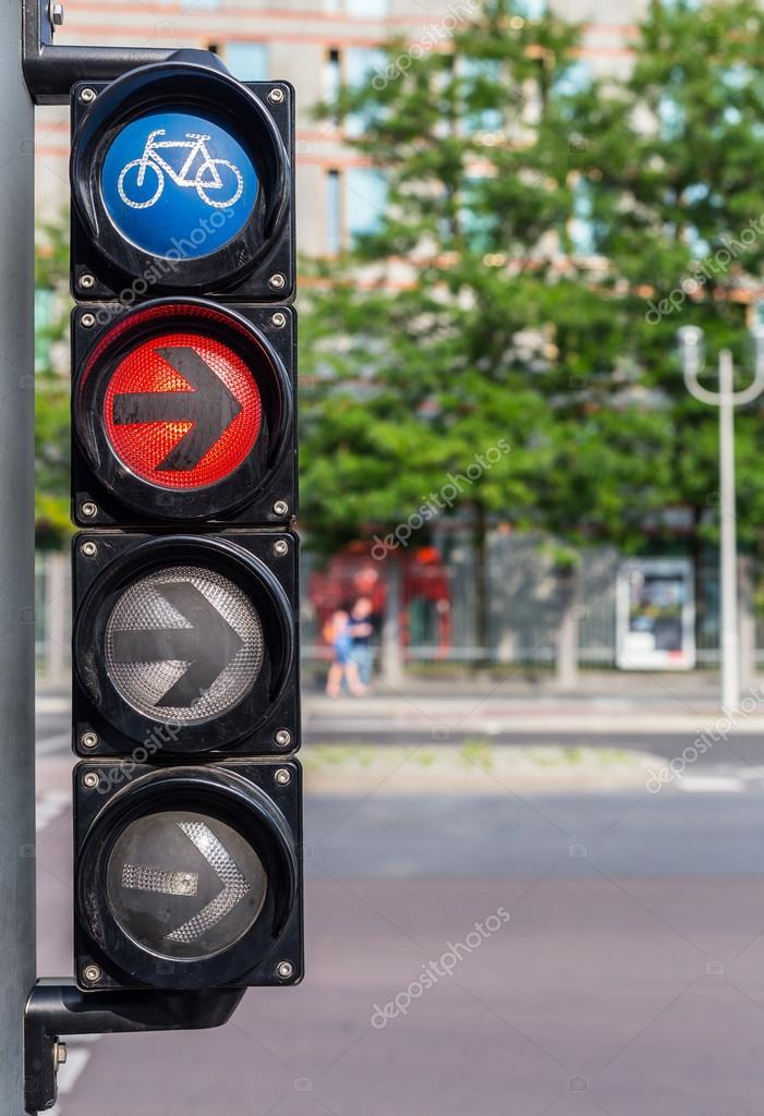 Fahrrad Ampel Mit Rotlicht Und Pfeil Stockfoto Ivanriver 86177568