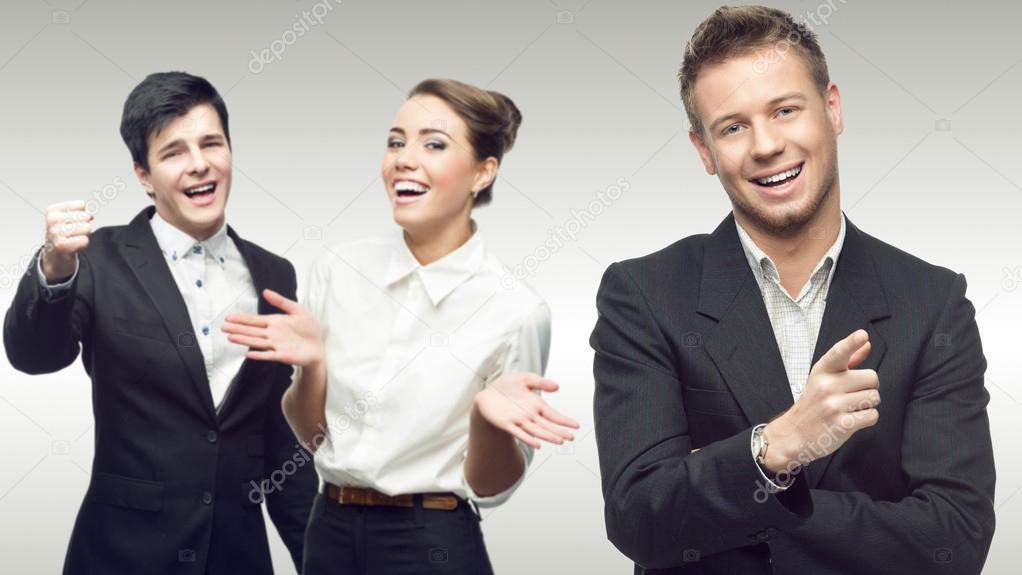 equipo de jóvenes empresarios exitosos foto de stock karpenyuk