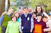 Fotografie Gruppe von glücklichen Menschen mit Behinderungen