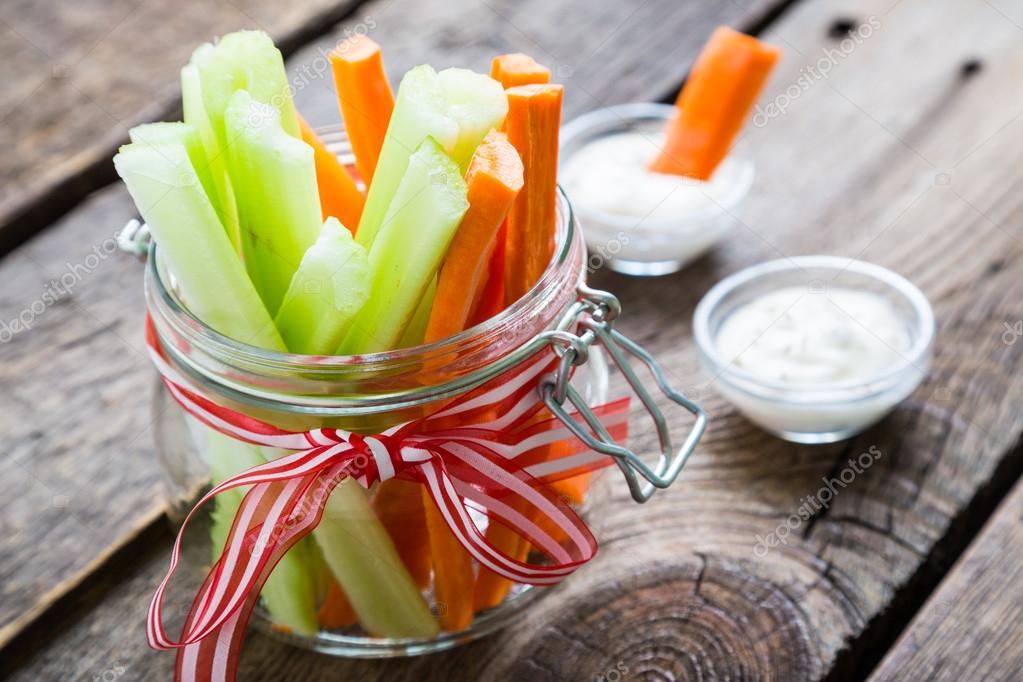 palitos de zanahoria y apio