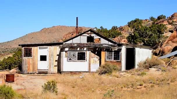Starý opustit domov v poušti Mojave