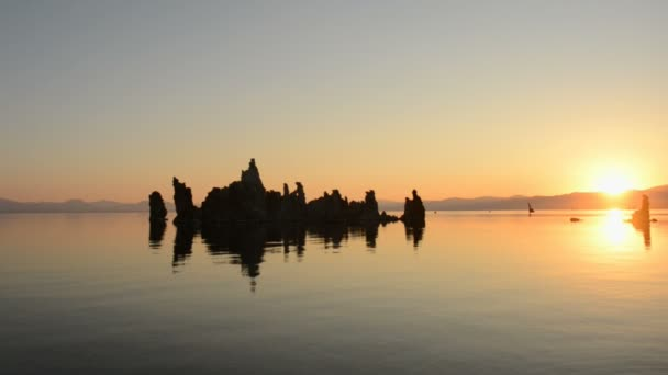 Malebné Mono Lake Kalifornie v Sunrise