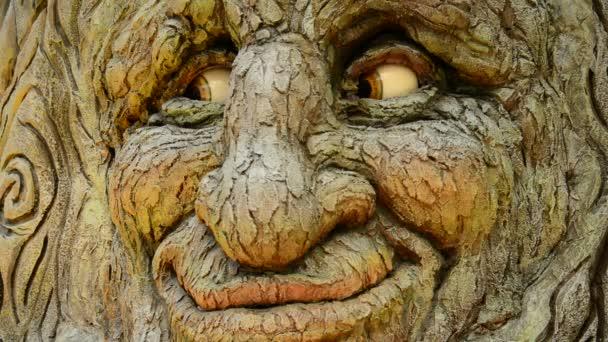 Animatronické strom v pohybu