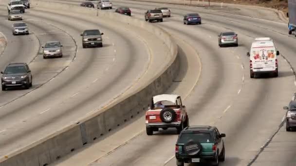 Provoz na rušné dálnici v centru