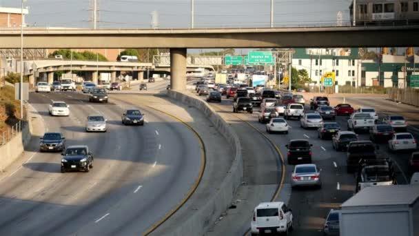 Pohled na provoz na rušné dálnici