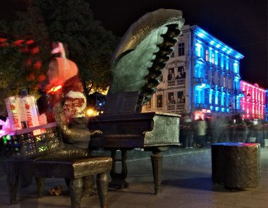 Pianist  Rubinstein and the lights of the festival ..