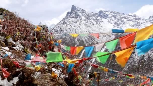 kořist vlajka Tibetská styl se silnými větrno