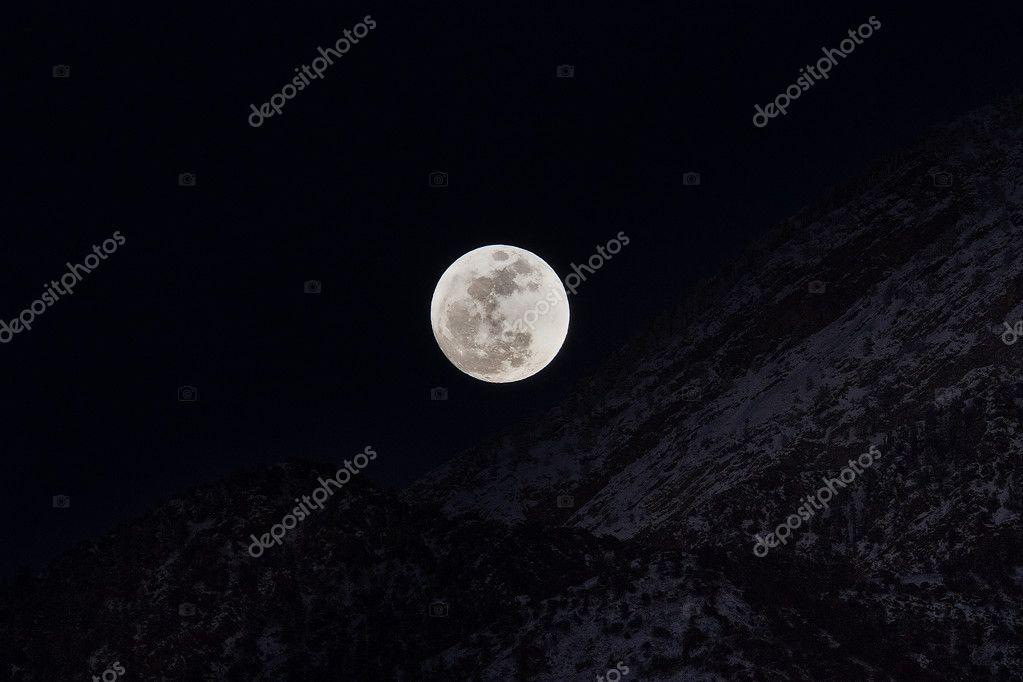 531285742 luz da lua sobre as montanhas — Fotografias de Stock © mjohanson ...
