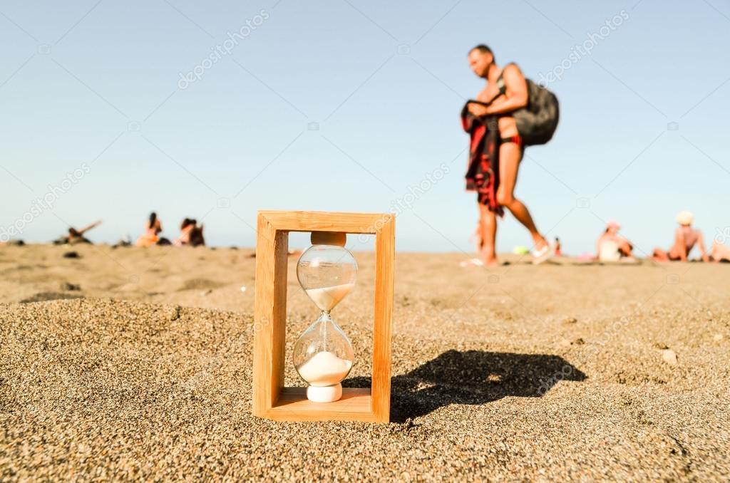 россии картинки с песочными часами из которых улетает песок встречает услужливый