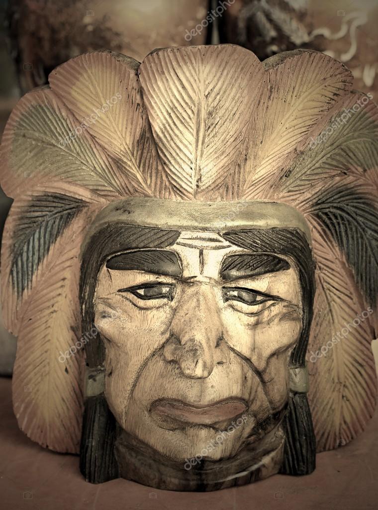 Рідний американський Індіанський вождь Ліс різьблення– стокове зображення 6f63353c966fd