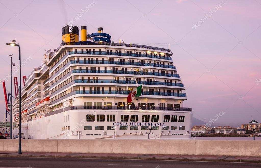 malaga espagne 8 juillet 2016 paquebot de croisi re costa mediterranea en mer port malaga. Black Bedroom Furniture Sets. Home Design Ideas