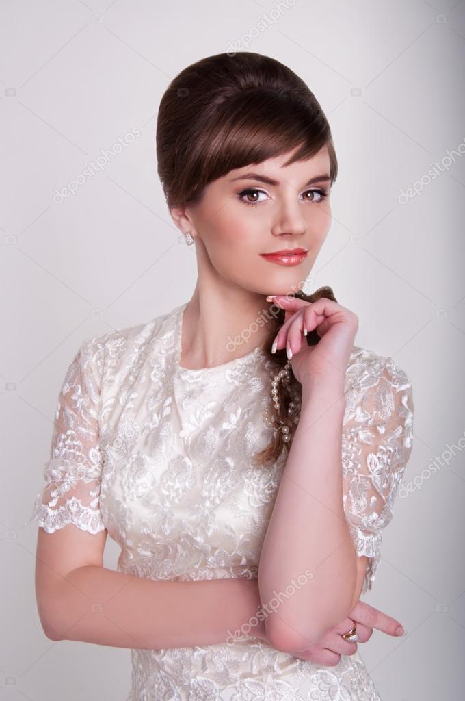 Bela Jovem Noiva Com Penteado Retr Volta A Pentear E Ervilha