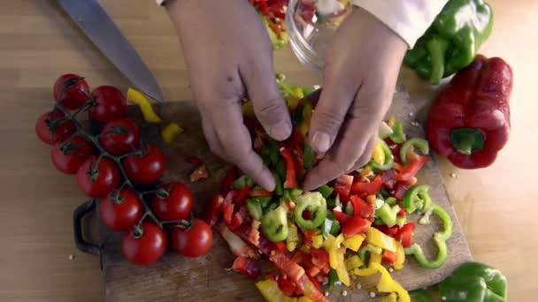 nakrájené papriky na chuť těstovin
