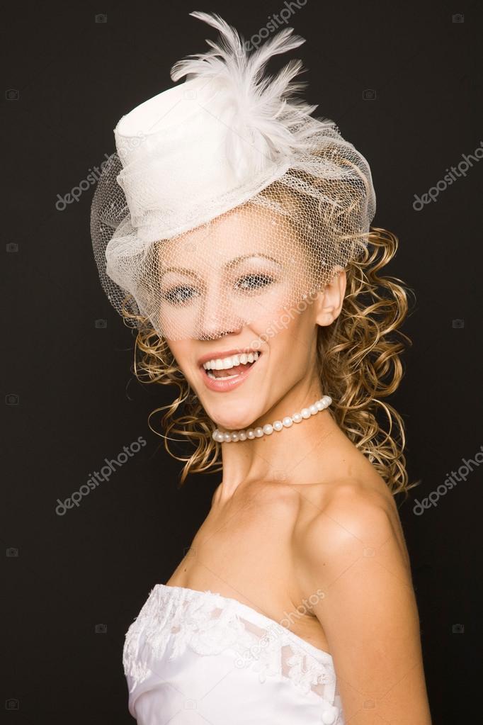Braut In Retro Hut Mit Schleier Stockfoto C Furmananna 91163840