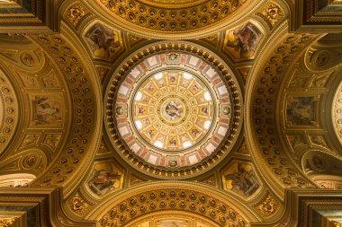 "Картина, постер, плакат, фотообои ""золотой купол и интерьер в церкви в Будапеште"", артикул 64306239"