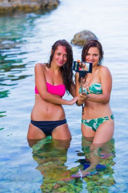 women making unforgettable moments on a vacation