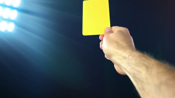 Fotbal / fotbal rozhodčí ukazuje žlutá žlutá karta, zpomalené