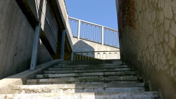 Muž, běhání do schodů, zblízka